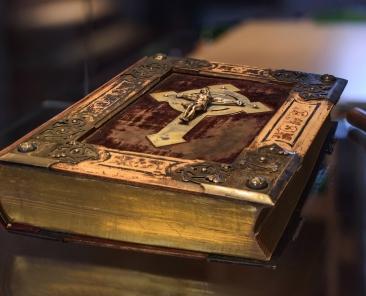 book-3086480_1920
