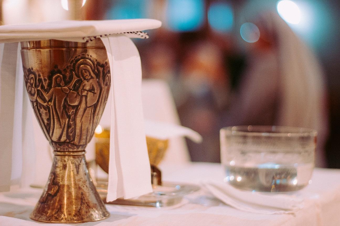 Viva El Paso >> ¿Por qué el sacerdote pone gotas de agua en el vino para la consagración? - Archisevilla ...